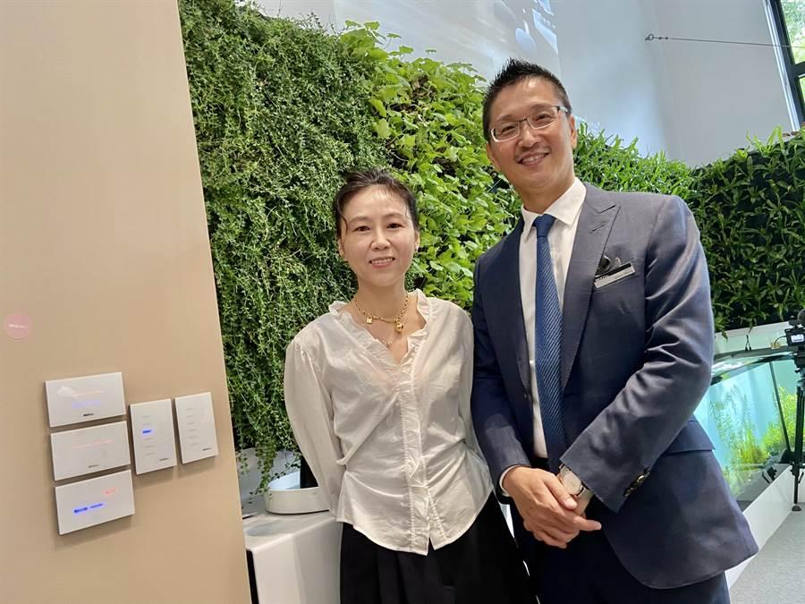 觀境設計總經理王啟祥、設計總監謝婉毓兩人都是設計師,打造「瑞司照明」品牌,對燈光設計獨具創意。(盧金足攝)
