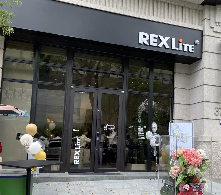 REXLiTE瑞司照明品牌傳達空間進台中,正式啟用後,提供包括聚會、講堂、小型展覽空間,以燈光創造環境美學,讓光知識入日常生活。(盧金足攝)