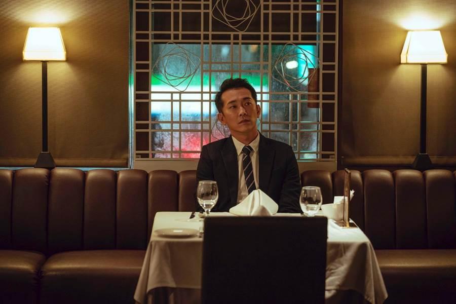 施名帅差点忘了结婚纪念日,被提醒后立刻预约餐厅庆祝。(LINE TV提供)