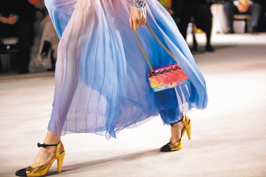 2019-20 Metiers d,art工坊系列鞋款結合眾多品牌核心元素。(CHANEL提供)