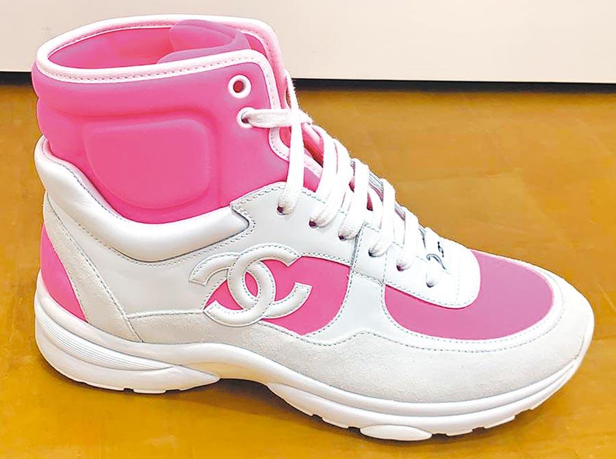 香奈兒粉紅高筒球鞋,2萬9500元。(CHANEL提供)