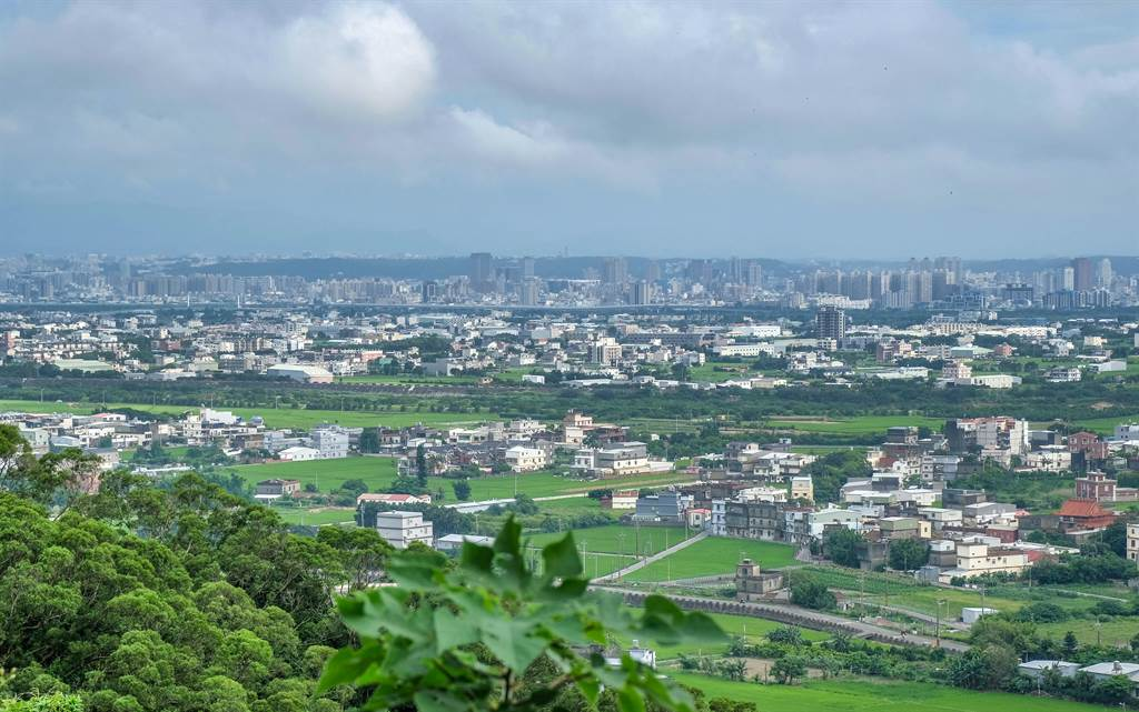 縣府檢討山坡地範圍將變更6885筆土地,竹北市變更最多有5千多筆。(羅浚濱攝)