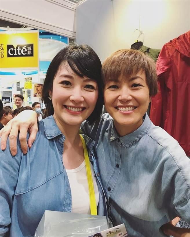 陳文媛(左)2018年在書展被好友何韻詩(右)偶遇,退出娛樂圈後久違露面。(圖/翻攝自IG)