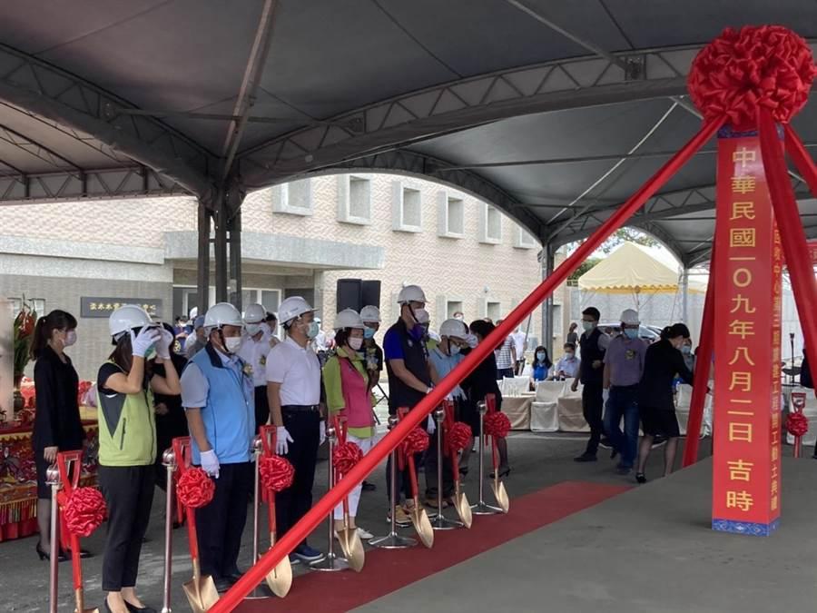 新北市長侯友宜(左三)2日出席淡水水資源回收中心第3期擴建動土典禮(戴上容攝)