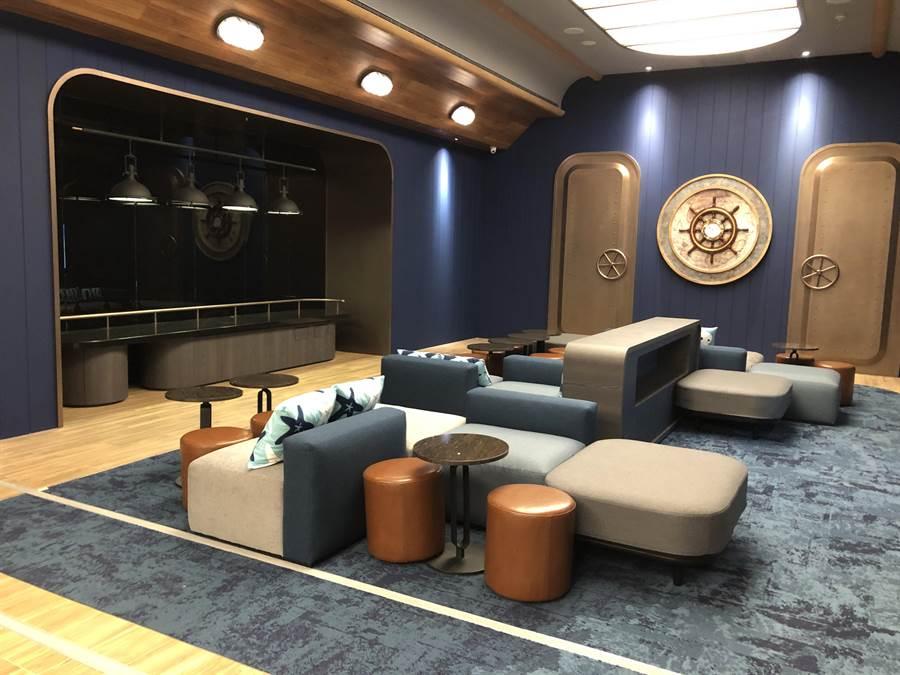 「Oh! Night Lounge」的船艙休憩區、點心專享區。(黃采薇攝)
