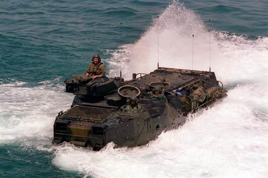 AAV-7兩棲突擊車。(圖/美國海軍陸戰隊)