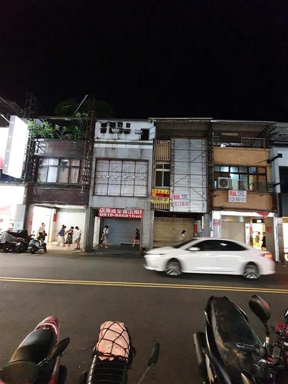 資深媒體人鄭師誠貼出許多店家貼出招租的照片。(擷取自鄭師誠臉書)