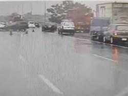 國道1號民雄段16車撞一團 1輕傷送醫