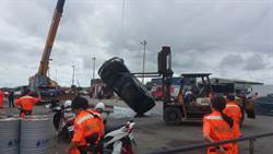 布袋商港轎車落海意外 77歲老翁撈起無生命跡象