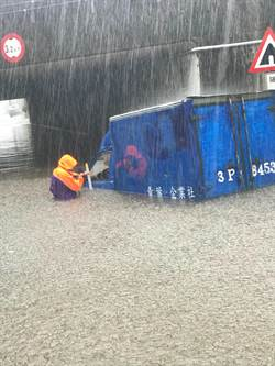埔心涵洞淹水 便當店貨車拋錨駕駛速離