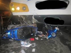女騎士與公車碰撞 連人帶車卡車頭斷魂