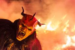 劍橋研究員化身黑巫師 男遭侵犯女被生吃人肉