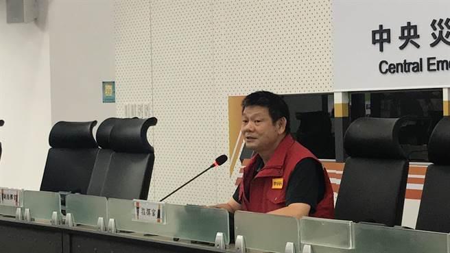 中央災害應變中心今(3日)上午舉行第四次工作會,由消防署長陳文龍主持。(葉書宏攝)