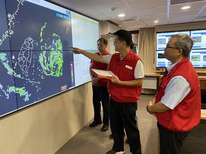 中央氣象局已發布哈格比颱風海上颱風警報,中央災害應變中心今(3日)上午舉行第四次工作會。(葉書宏攝)