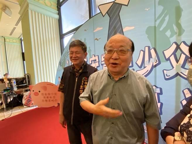 前台中市長胡志強3日說,他與家人曾去發生鉛中毒的盛唐中醫診所調養身體,目前身體沒有不適,如果有需要去檢驗他也願意。(盧金足 攝)