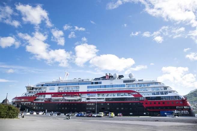 挪威豪華郵輪阿蒙森號(MS Roald Amundsen)近來2度展開北極之旅後,船上至少有40人確診新冠肺炎,包括36名船員和4名乘客。(美聯)
