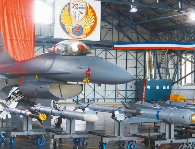 明年度國防預算約3600億,連續4年成長。圖為空軍F-16V戰機。(本報資料照片)