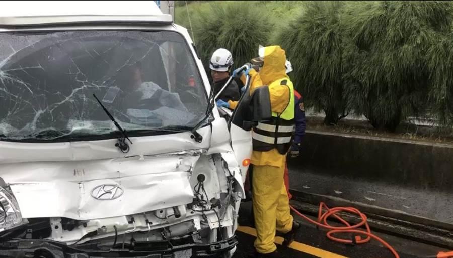 國道3號南下通霄段3日發生多車追撞事故。(民眾提供/何冠嫻苗栗傳真)