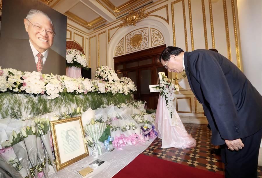 前總統李登輝辭世,今(3)日陳水扁前往弔唁。(圖/中央社提供)