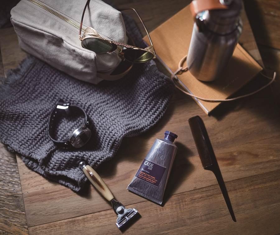 简约男士系列包装採用可回收的牛皮纸板制作,外盒上印有杜松树轮花纹;成份不含硅与苯氧乙醇防腐剂,不会对于肌肤造成过分负担,散发给人沉稳内敛的辛香木质香调。。(图/品牌提供)
