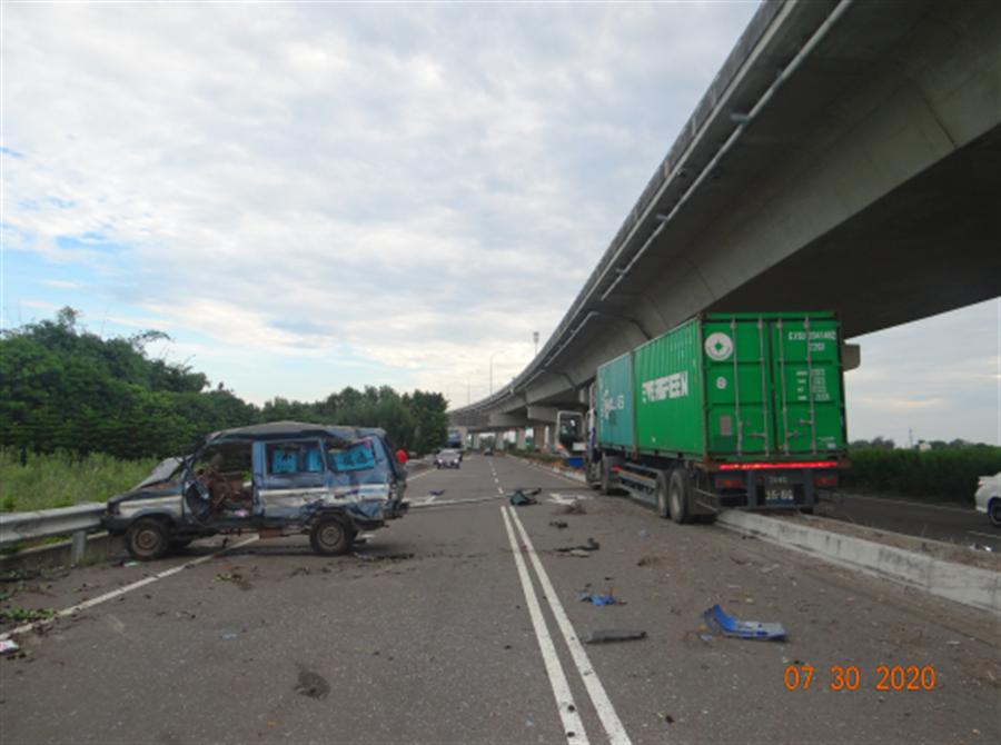 彰化縣內7月初才發生一周內2起重大死亡車禍事故,7月底接連2天再發生2件重大碰撞、導致4人死亡。(警方提供/謝瓊雲彰化傳真)