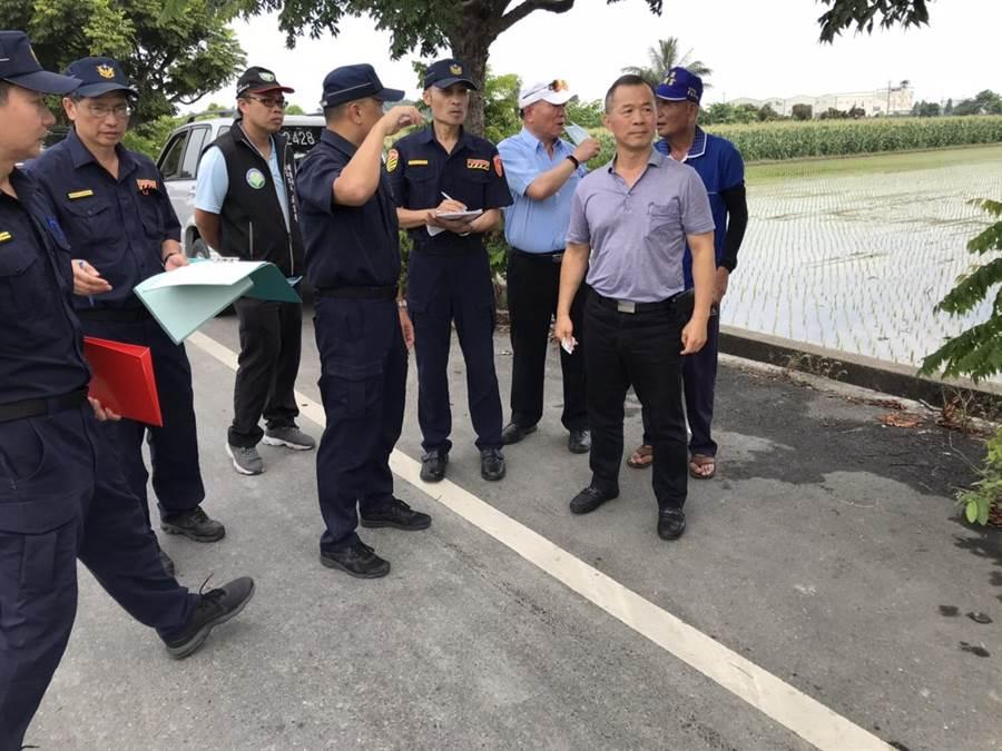 彰化縣警局交通警察隊員警到事故現場勘查,檢討改善策略。(警方提供/謝瓊雲彰化傳真)