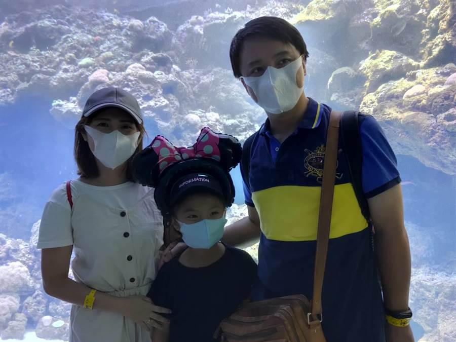 國泰家庭日搶鮮體驗水族館,員工眷屬都嗨翻天。(國泰提供)