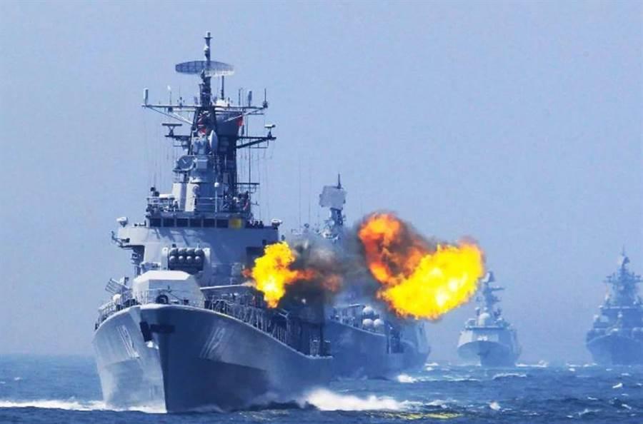 7月底,共軍在雷州半島西部海域實彈射擊演習。(圖/PLA NAVY)