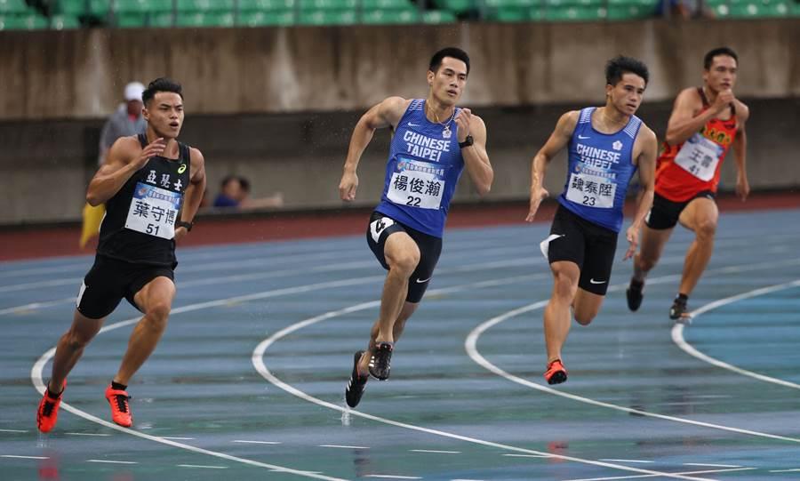 楊俊瀚(前中)在模擬奧運對抗賽男子200公尺屈居銅牌。(國訓中心提供)