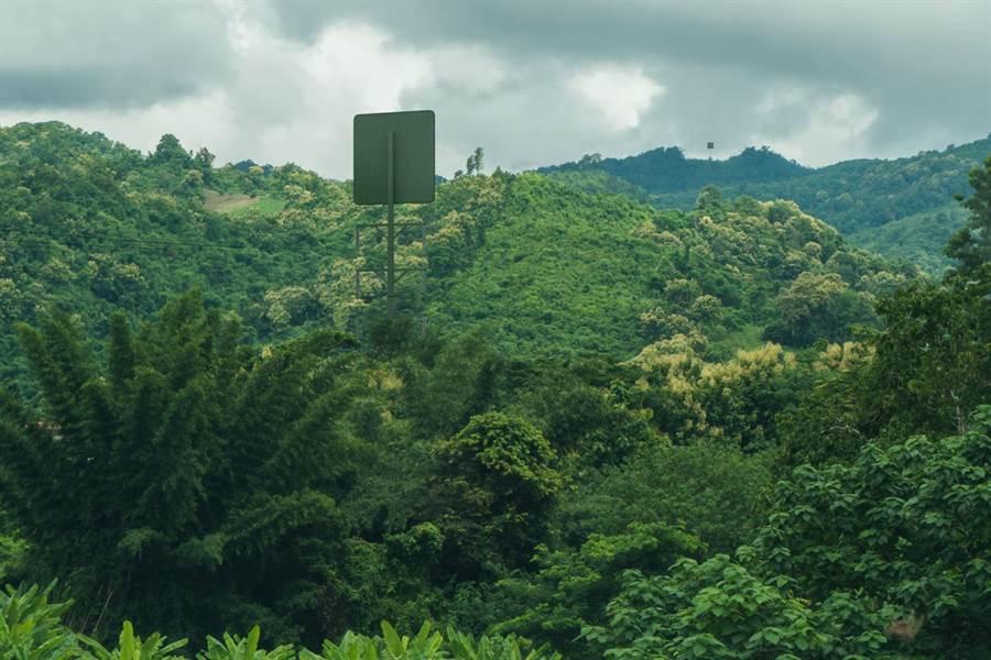 紐西蘭伊曼德公司所發展的電力接收器,在山區中實驗。(圖/Emrod)