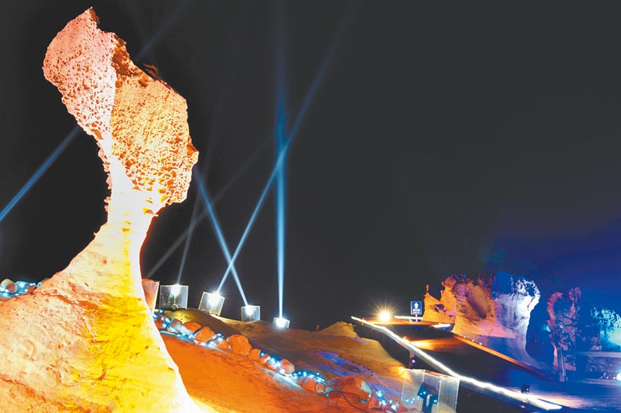 今年「野柳石光.夜訪女王」活動,北觀處首度推出憑發票換門票優惠。(北觀處提供/許家寧新北傳真)