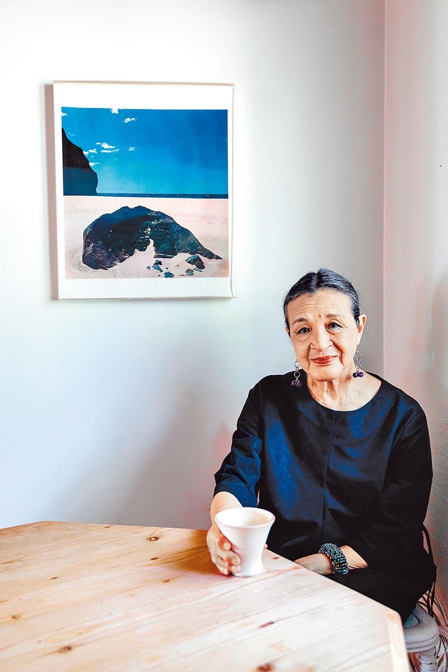 瑞典家中,江青與柯錫杰70年代末作品。(2020年7月25日李亞男攝)
