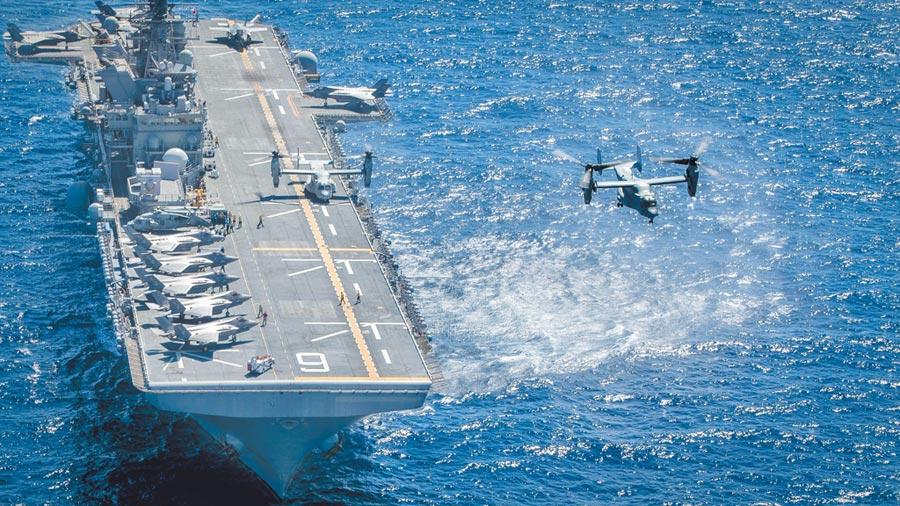 美國海軍陸戰隊MV-22B魚鷹從兩棲攻擊艦「美利堅」號起飛。(取自美國海軍官網)