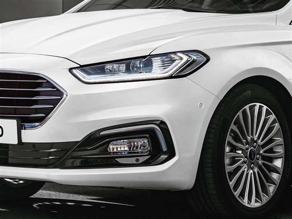 New Ford Mondeo珍藏型採Ford Dynamic智慧頭燈及18吋多輻輪圈