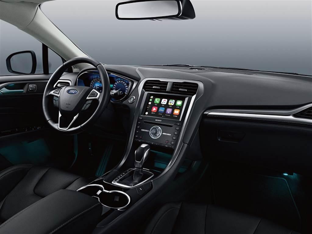 New Ford Mondeo珍藏型搭載SYNC3娛樂通訊整合系統的8吋LCD彩色觸控螢幕支援Apple CarPlay 與Android Auto