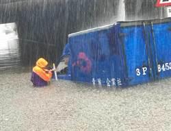 颱風頭過身沒過 甩尾伏擊!北台淹水主因