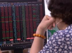 冷门科技ETF连2根涨停 他却从溢价看到绝佳卖点!
