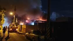 花蓮深夜竄大火 6間汽修廠遭祝融吞噬損失慘重