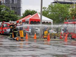 小小消防員灑水搜救樣樣來 疲勞大喊三倍「倦」