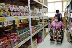 領物資像逛超市 全聯捐物資給嘉縣物資銀行
