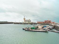 怕掃到颱風尾 漁船入港避難