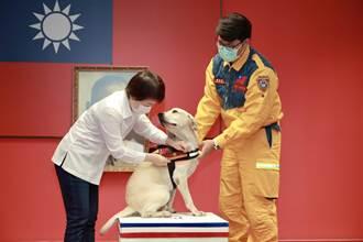 搜救犬「鐵雄」成全國第一隻2線1星最高官階狗警官