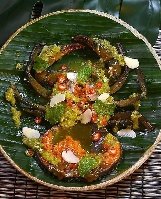 泰菜私廚〈Zaap〉的〈醃蟹〉,因蟹種不同而有不同的食趣與「爽度」。(圖/姚舜)