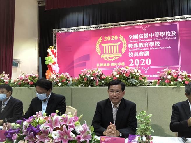 教育部長潘文忠指出,教育部將「組平台」、「回歸員額編制基礎」來解決高中職應對新課綱的問題。(吳康瑋攝)
