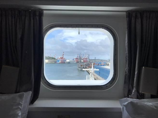 「探索梦号」邮轮至今年10月还有7航次停泊花莲港游览。(游客提供/王志伟花莲传真)