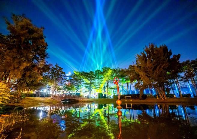 「2019LOVE高雄追光季」荣获德国红点设计大奖,此为主灯「光之耶诞树」。(必应创造提供/柯宗纬高雄传真)