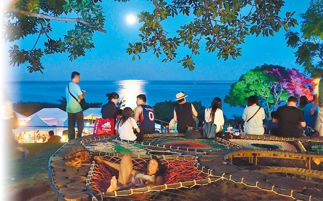 由东管处举办的「2020月光.海音乐会」,首场将于4日登场。图为2018年活动现场。(本报资料照片)