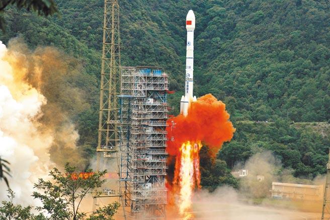 6月23日,大陸西昌衛星發射中心以長征三號乙火箭,成功發射北斗系統最後一顆全球組網衛星。(中新社)