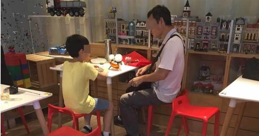 游女指出劉男曾家暴,因此與小兒子的關係很差。(圖/讀者提供)