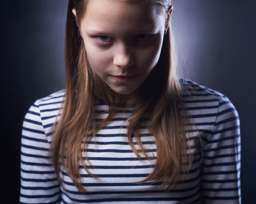 英國惡名昭彰的殺人犯瑪麗貝爾,11歲時殺害了2名3歲和4歲的小男生。示意圖。(圖片來源/達志影像shutterstock提供)